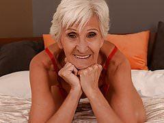 Old woman Viviana still needs hard dick