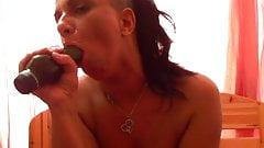 Hungarian webcam girl sucking dildo