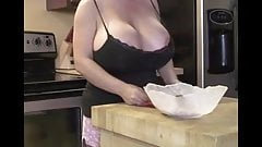 Mom seduces in the kitchen with her tits