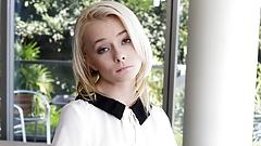Winzige junge zierliche kleine blonde Teenager gefickt