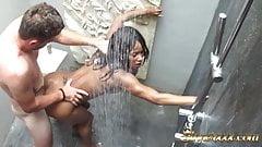 Versteckte Kamera - grober Sex in der Dusche - Kiki Minaj