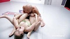 Spencer Bradley im nackten Sexkampf gegen Shawn Fox, Schwanzlutschen
