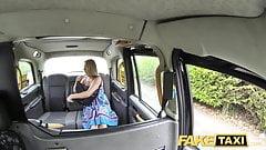 Fake Taximutter mit großen natürlichen Titten bekommt großen britischen Schwanz