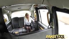 Fake Taxi, heißer Immobilienmakler wird vollgespritzt
