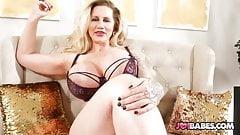Hausfrau Ryan Conner mit dicken Titten gibt Cuckold Wichsanleitung