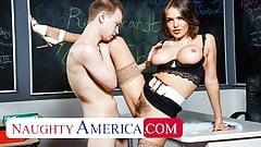 Naughty America - Professor Krissy Lynn liebt Studentenschwanz