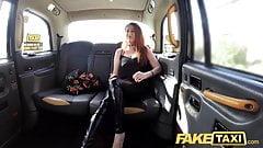 Fake Taxi, kurvige große Titten mit Ginger Bush-Muschi will Schwanz