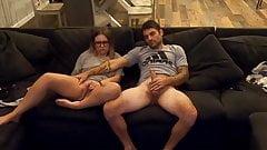 Zusammen einen Porno genießen