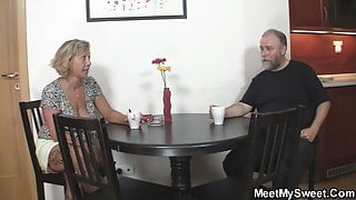 Old mommy seduces his new gf into family sex