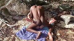 Typ filmt seine Ehefrau beim Ficken am Strand mit BBC