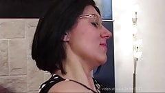 Französische Dame nimmt anal