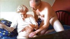 Schöne schöne Oma - Annas schlaffe Titten 2