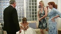 Hübscher Papi im Anzug wird am Hochzeitstag gewichst