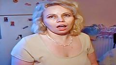Sehr geile Hausfrau Julie