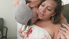 Echtes puerto-ricanisches Paar Jolla und Mark machen Liebe auf dem Balkon