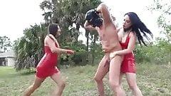 2 Ballbusting mit 2 Herrinnen