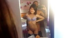 Junge asiatische Amateurin anal mit einem alten Mann Teil 2