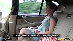Fake Taxifahrerin reitet ihren größten Schwanz