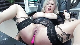 fat disgusting Romanian licks her piss and squirt
