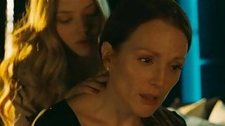 Amanda Seyfried and Julianne Moore in one room, in one bed