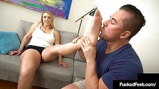 Big Butt Babe Joslyn Jane Gives A Fine Fucking Footjob!