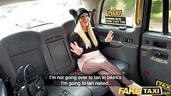 Fake Taxi, heiße Blondine liebt es, Rimjobs zu geben