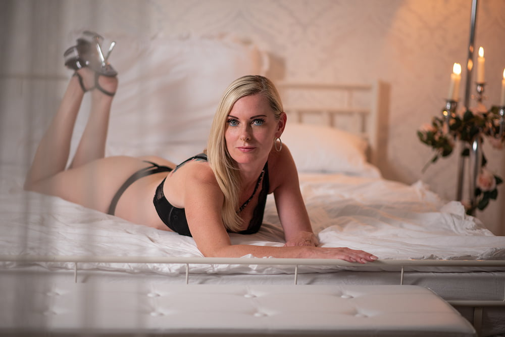 Live Cam show with DirtyTina on xHamsterLive!